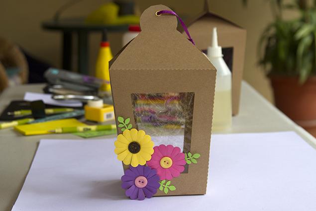 faroles en cartn cartulina fuente para hacer este tipo de farol imprime estos moldes y decora a tu gusto con bolitas yo flores
