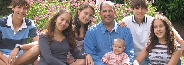 ¿Quiénes componen la familia de Luis Guillermo Solís?