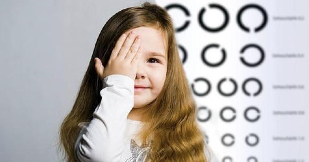 ¿Cómo identificar si tu hijo necesita anteojos?